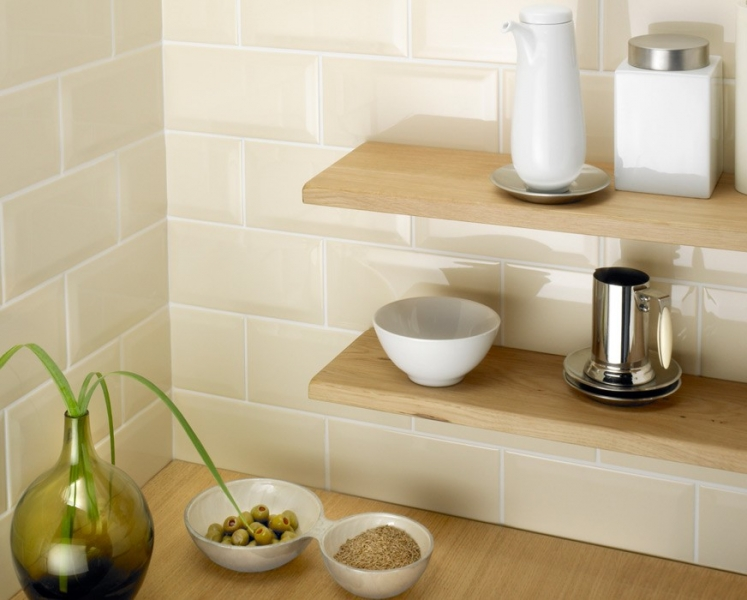 Classic Cream Bevelled Subway Tiles