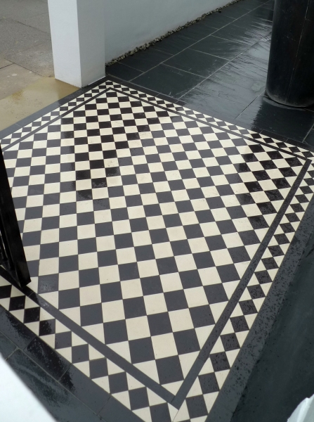 Black and White Victorian Quarry Tiles With Border